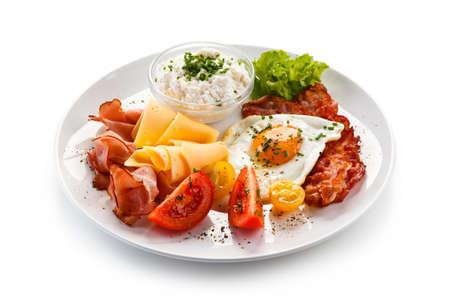 Desayuno - huevo frito y faro Foto de archivo - 75614616