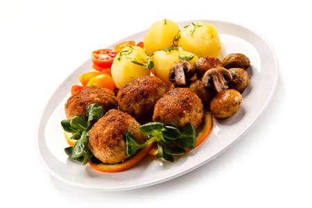 Albóndigas asadas con patatas Foto de archivo - 77422220
