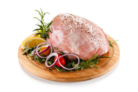 cebollines: Carne de cerdo fresca cruda Foto de archivo