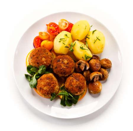 Albóndigas asadas con patatas Foto de archivo - 77422450
