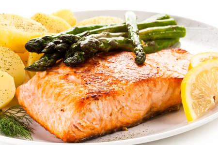 Grilled salmon with asparagus Reklamní fotografie