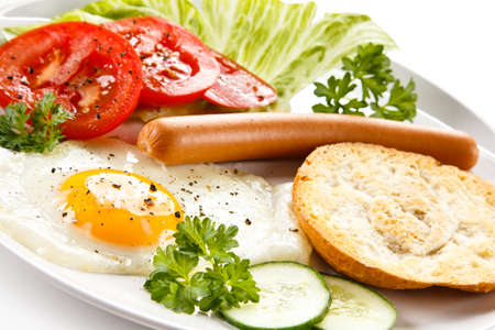 sanwich: Breakfast with fried egg and sausages