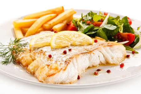 Fish dish - fried fish fillet and vegetables Standard-Bild