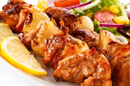 Kebabs - carne a la brasa y verduras