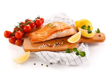 Grilled salmon and vegetables Foto de archivo