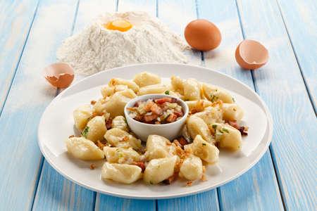 Kartoffelnudeln - Knödel Standard-Bild - 84854184