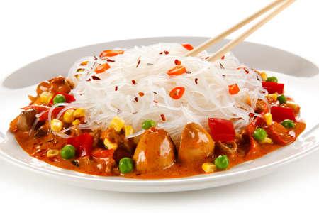 Rice noodles with meat, sauce and vegetables Reklamní fotografie