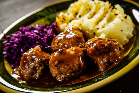 Roast meatballs, mashed potatoes and vegetables