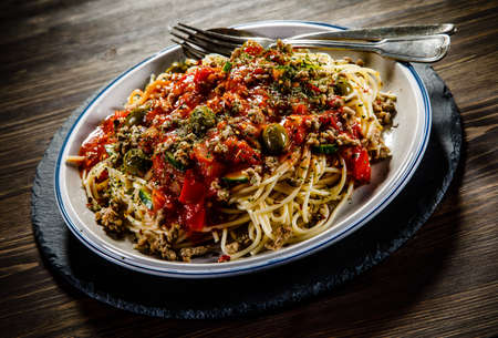Spaghetti with meat, tomato sauce and herbs
