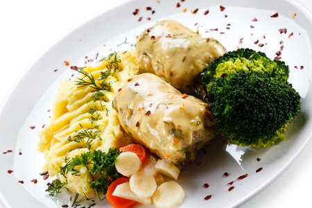 Roast meatballs with mashed potatoes and broccoli on white background Foto de archivo - 115499029