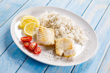 Roast fish with white rice and vegetables