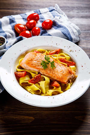 Pasta with grilled salmon and vegetables