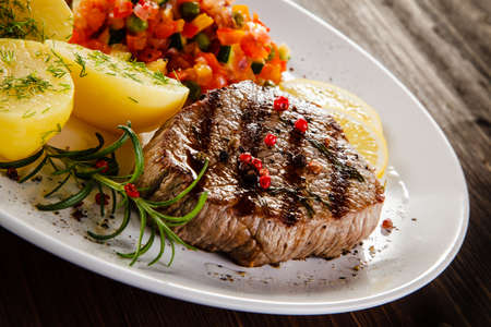 Grilled steak with boiled potatoes and vegetables Banco de Imagens