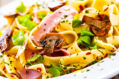 Pasta with ham, champignon and basil Banco de Imagens