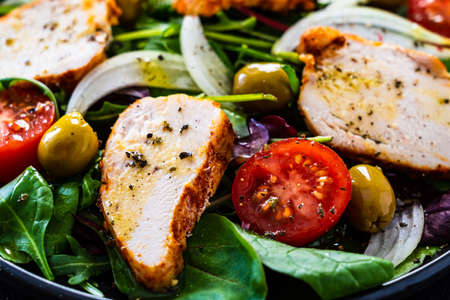 Salad with grilled chicken with vegetables