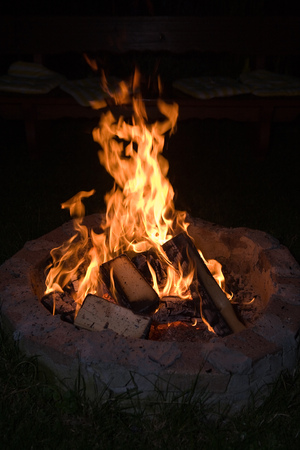 combust: Log fire in the night Stock Photo