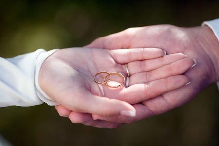 weddingrings: Wedding rings in their hands