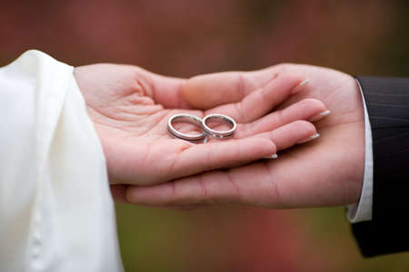 weddingrings: Wedding-rings in the palms of the married couple. Small DOF!