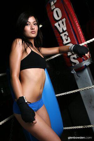asian bodybuilder: sexy asian woman in boxing ring training