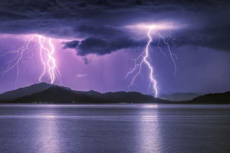 Severe thunderstorm on a mountain lake, Bukhtarma Reservoir, Eastern Kazakhstan Foto de archivo