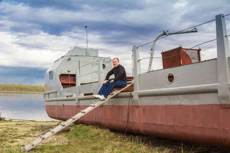 keel: Portrait of a man against the backdrop of a riverboat