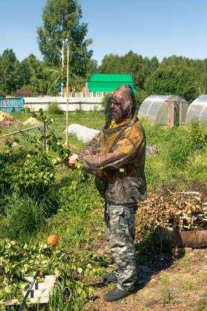 Portrait of a man in a mosquito net on a billet billet Stok Fotoğraf - 105073917