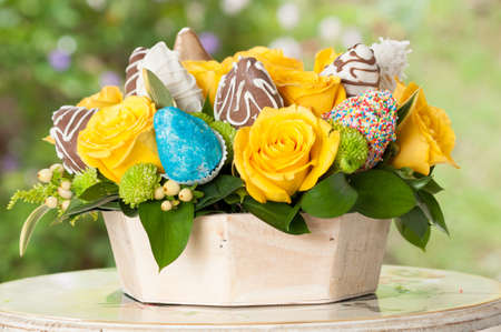 Flower Arrangement With Strawberries Covered With Sweet Different Flavor. Imagens