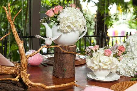 Centerpieces, Decorated Table For Party Reception. Foto de archivo