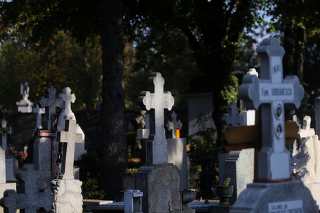 Marble and stone crosses in a christian orthodox cemetery Imagens