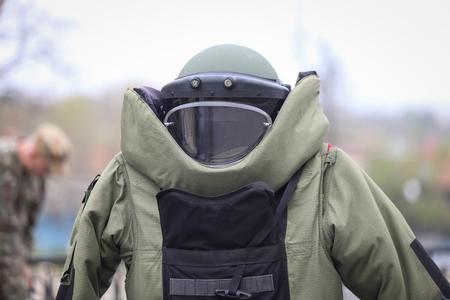 Détails d'un costume de protection militaire EOD (Explosive Ordnance Disposal)