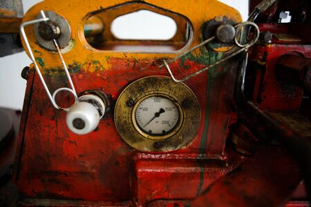 Details of a steampunk like old, dirty, colorful and rusty PSI manometer on an industrial heavy iron machinery Imagens