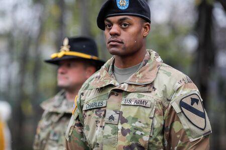 Bukarest, Rumänien - 01. Dezember 2019: Soldaten der US-Armee der 1. Kavalleriedivision nehmen an der Militärparade zum rumänischen Nationalfeiertag teil.