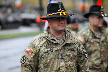 Bukarest, Rumänien - 01. Dezember 2019: Soldaten der US-Armee der 1. Kavalleriedivision nehmen an der Militärparade zum rumänischen Nationalfeiertag teil. Editorial