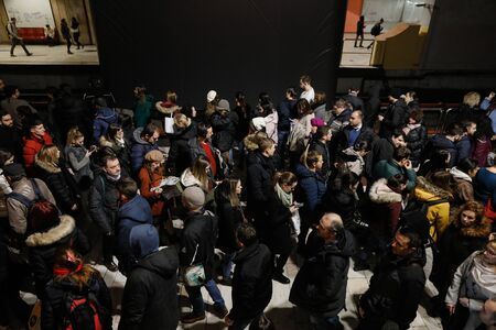 Bucharest, Romania - January 15, 2020: Large group of people crowd to get in and out of the underground train in the Victoria Square (Piata Victoriei) subway station in Bucharest. 新聞圖片