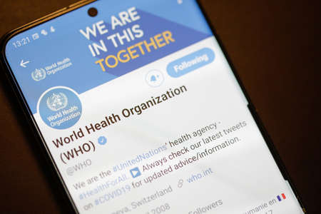Bucharest, Romania - December 13, 2020: Details with the Twitter account of World Health Organization (WHO) on a mobile device screen. 新闻类图片