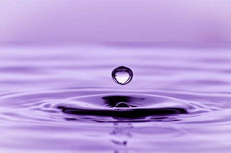 水液滴の 1 回のバウンス