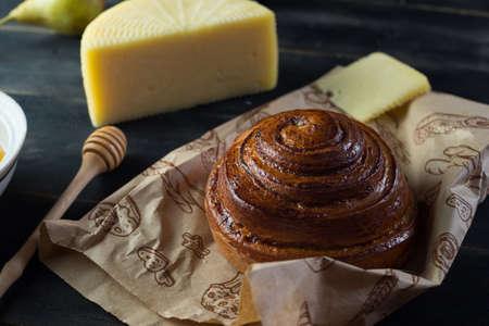 Morning breakfast. Bun, cheese, swet honey and fruits. Homemade traditional food Zdjęcie Seryjne - 87951189