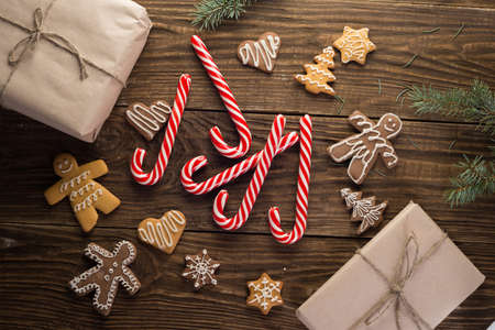 Chrismas cookies, candy canes on wooden background. Holiday mood. Top view. Zdjęcie Seryjne - 88990609