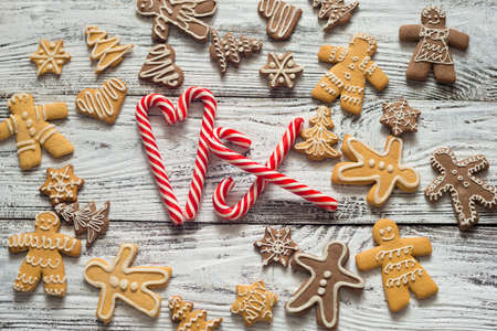 Christmas cookie and candy on wood, food top view. Gifts with craft paer. Text. Zdjęcie Seryjne - 89639736