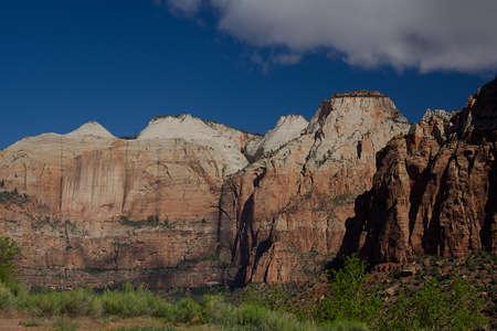 Along Highway 9 through Zion National Park, Utah Imagens