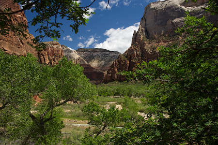 Lower Emerald Pool Trail in Zion National Park, Utah