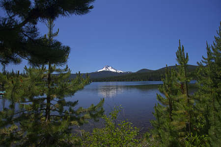 Olallie Lake with Mount Jefferson - one of the Waypoints on the Pacific Crest Trail in Oregon _5999 Imagens