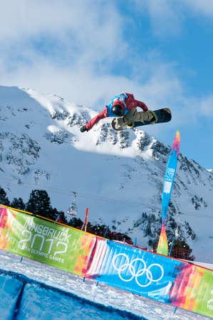 yog: KUEHTAI, AUSTRIA - JANUARY 14, 2012 - YOG 2012, Youth Olympic Games Innsbruck 2012, SNOWBOARD Halfpipe, Men. Rider: Ben Ferguson from USA Editorial