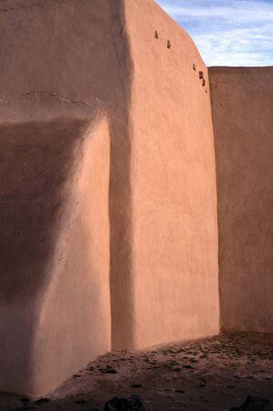 Adobe église à Rancho de Taos, Nouveau-Mexique, au coucher du soleil Banque d'images - 29456864