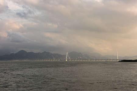 dragline: Shenzhen bridge, links shenzhen and hongkong