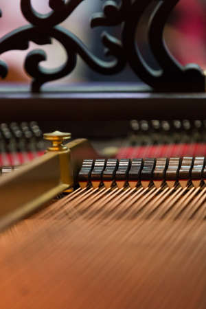 luster: internal structure of a piano