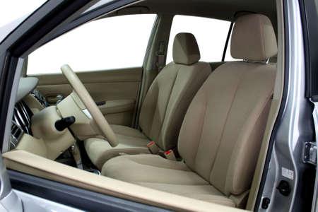 asiento coche: Asientos delanteros de un coche moderno, la luz de cuero.