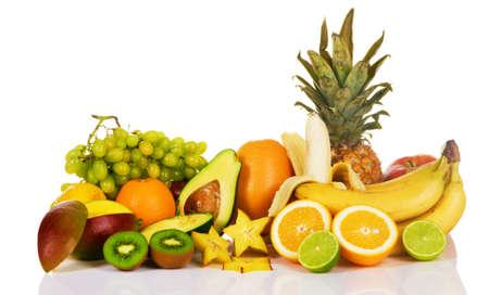 Sortiment von exotischen Früchten auf weißem Hintergrund  Standard-Bild