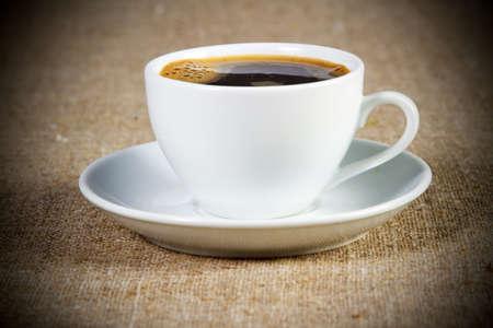 filiżanka kawy: Filiżanka kawy z bliska Photo Studio Zdjęcie Seryjne
