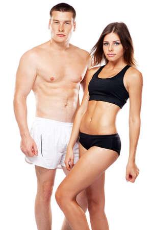 fitness hombres: Hermoso de aspecto saludable joven pareja en ropa deportiva